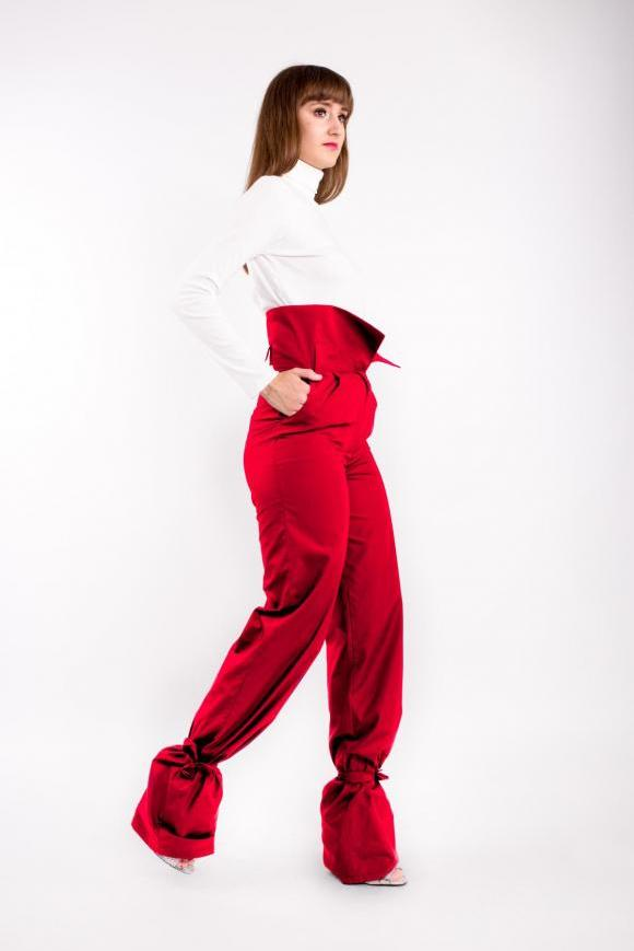 High waisted red pants, ankle tied